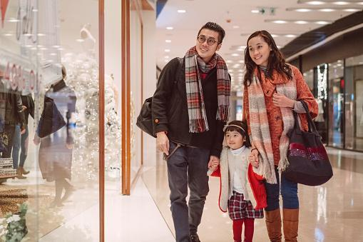 family shopping for holiday gifts in a mall